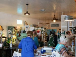 Small-Business-Saturday-in-Carrabelle-Florida-zWDGe3.tmp_